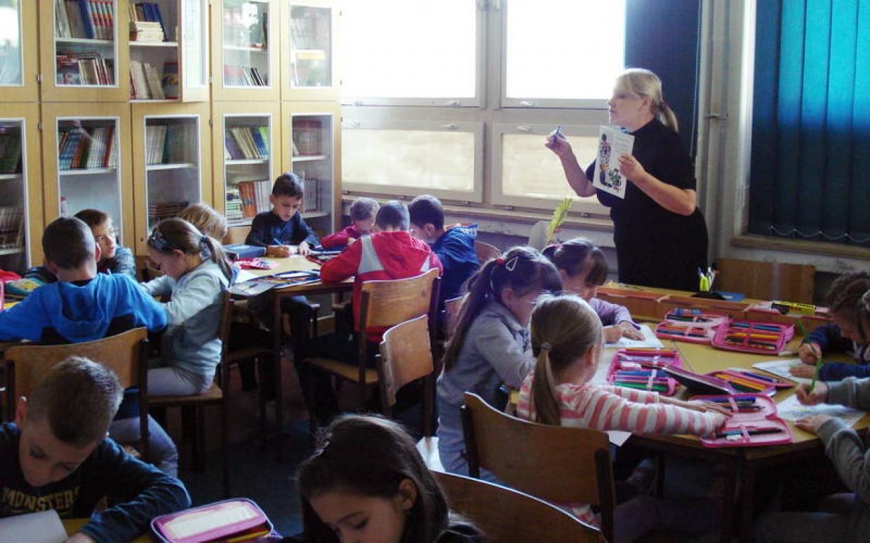 Prvašići u školskoj knjižnici