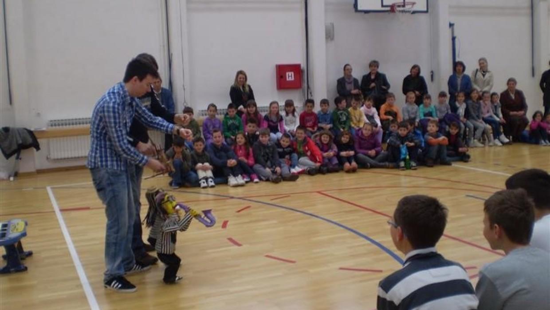 Lutkarska predstava u školi